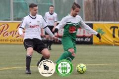 2017-11-25 Achtelpokalfinale SV Bautzen II in weiß - Hoyerswerdaer FC in grün 1:9 Foto: Werner Müller